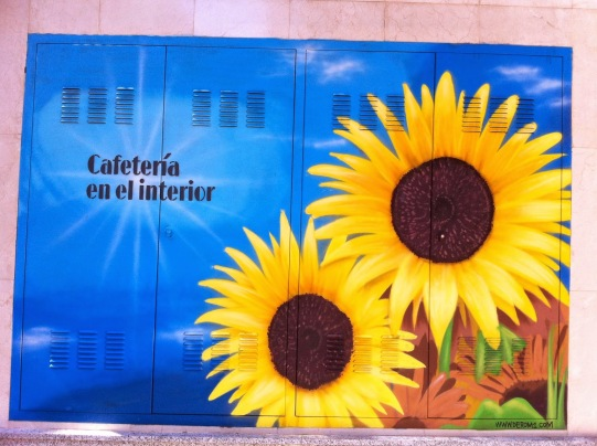 Girasoles graffiti. Hotel Novotel Center. Graffiti Madrid