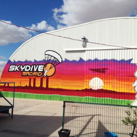 Skydive madrid. Grafitero profesional