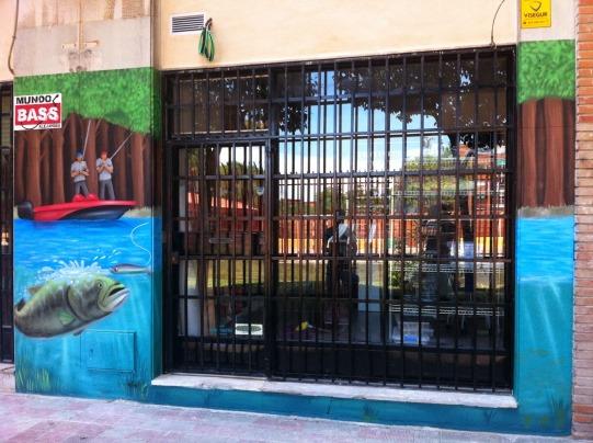 Tienda de pesca. Grafiti en Madrid