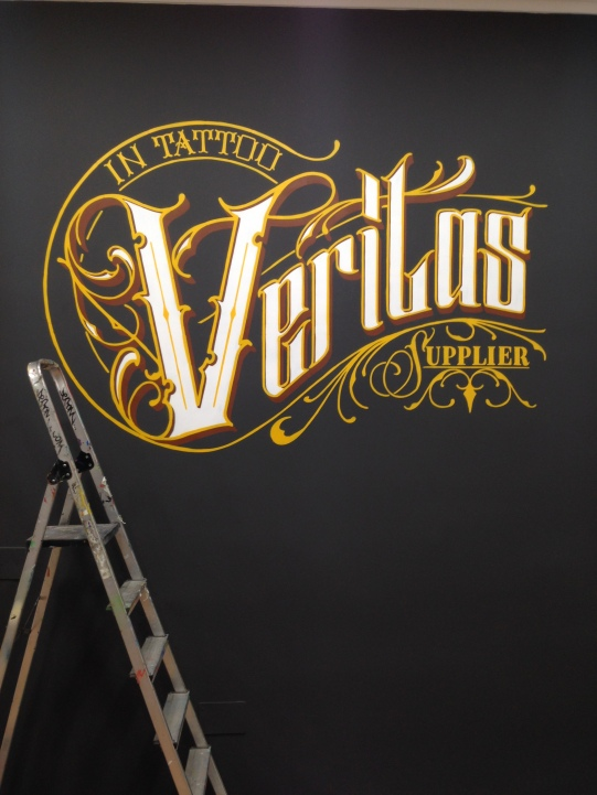 Logo Veritas. Grafitero en Madrid
